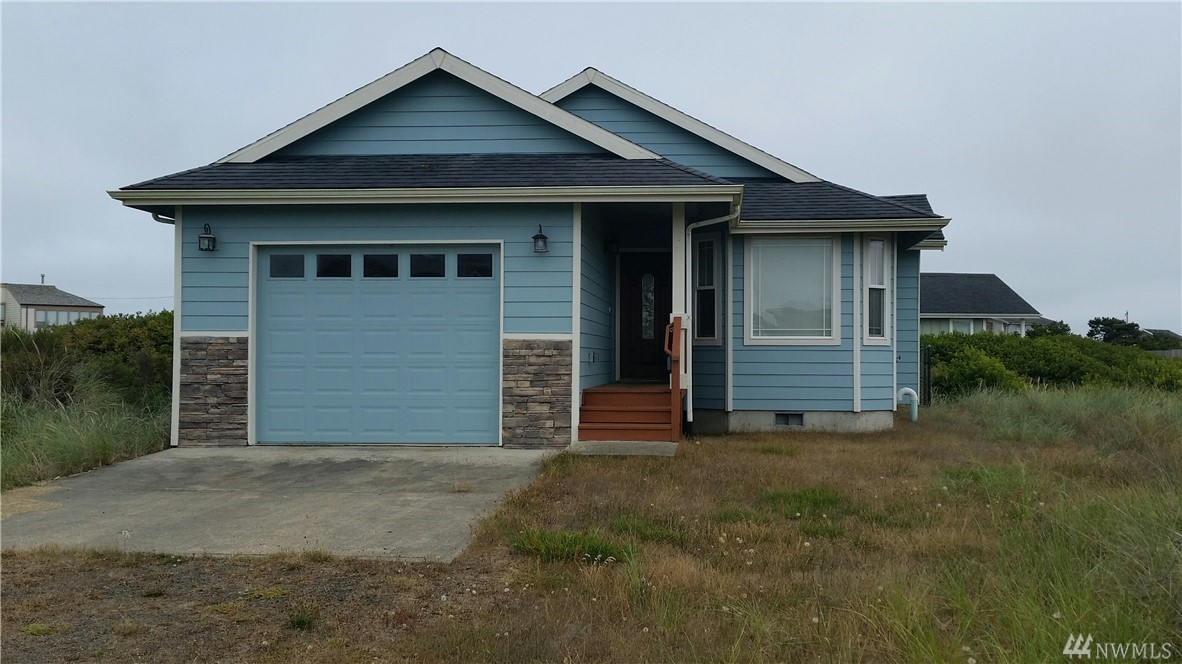 Wonderful 2 bedroom 2 bath home located within walking distance to the Ocean. Home has large master with bathroom and large closets. The kitchen is open to the living room as well as a nice sized dining room with a bay window. Sliding doors open from the living room & master bdr to large deck and fenced back yard.  Home is member of OSCC.  This home is nicely furnished, so just bring your clothes and turn the key to this perfect beach getaway. LID will be pd at closing.