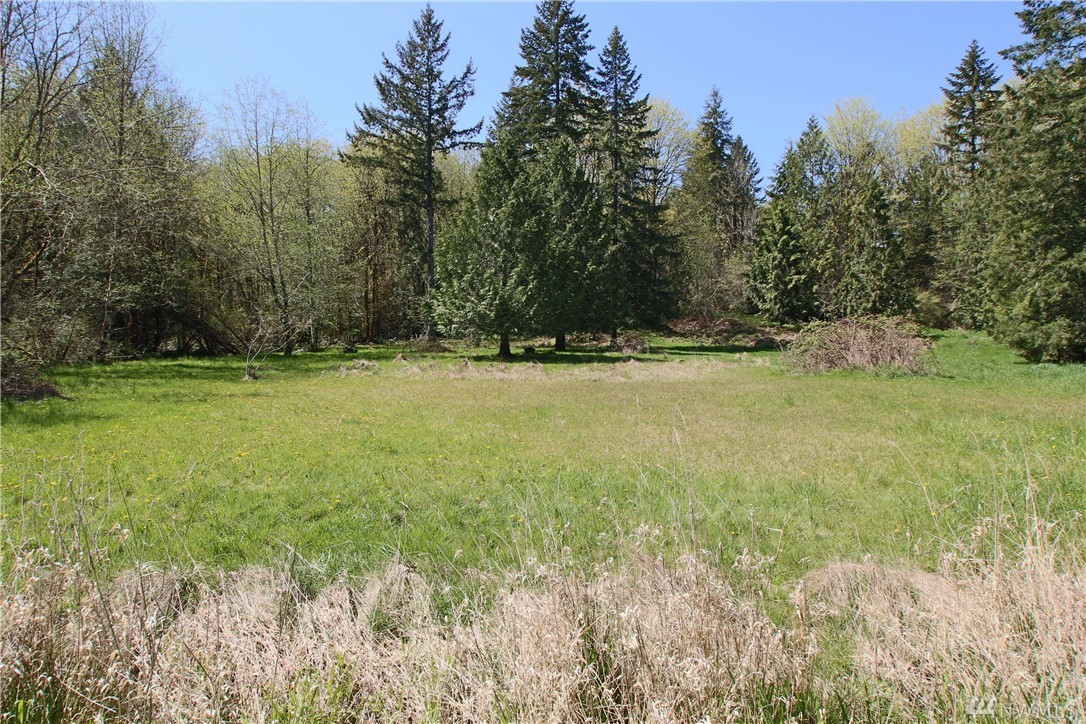 Hard to find close-in building site.  Beautiful building lot ready for your new home and the gentleman farmer   Great location with good access to town and freeways.  Septic design submitted for final approval.  Property will require a standard Pressure to a mound drain field and Glendon Reserve drain field.