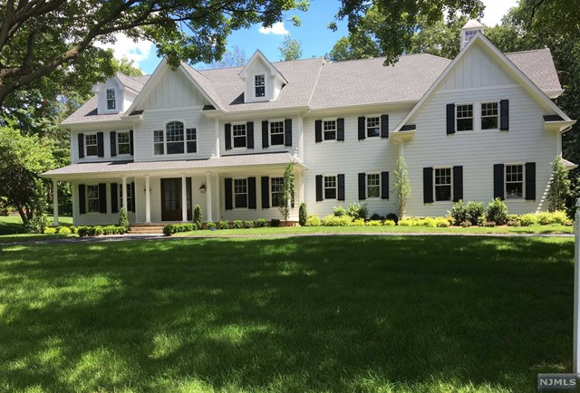 285 Crest Place, Franklin Lakes, NJ 07417
