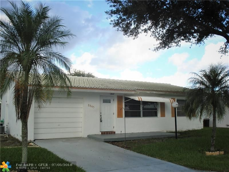 **BACK ON MARKET**FLAMINGO MODEL---2 BEDROOM/1 BATH. FRONT PORCH AND SCREENED PATIO IN REAR. GARAGE WITH FULL SIZE WASHER AND DRYER WITH SLOP SINK. CERAMIC TILE THROUGHOUT. STORM AWNING.  PARTIALLY UPDATED. 55+ COMMUNITY, 20% DOWN, PETS ALLOWED WITH DOCTORS NOTE. ASSOCIATION CARES FOR LAWN, ROOF, EXTERIOR PAINTING, MINOR ELECTRICAL AND PLUMBING. AT&T CABLE TV INCLUDED. ACTIVE CLUB HOUSE WITH SHOWS, POOLS, EXERCISE ROOM, COURTESY BUS, AND MUCH MORE.  NEAR SHOPPING, BANKS,make an offer today.......$$$$$