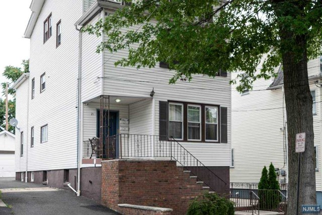 21 Floyd Avenue, Bloomfield, NJ 07003
