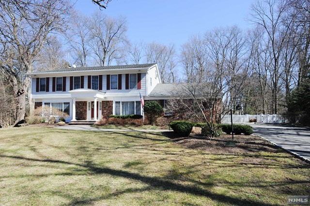 16 Farmington Court, Ramsey, NJ 07446