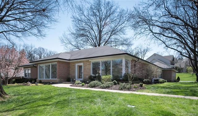 6 Ladue Manor, Ladue, MO 63124