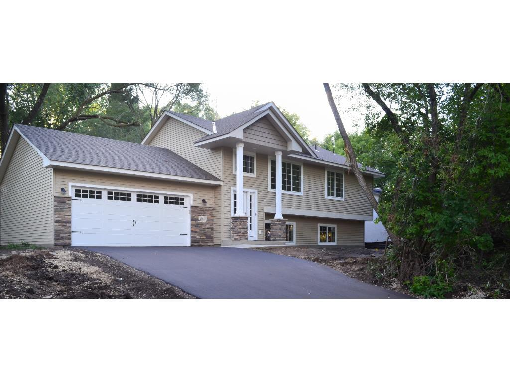 2655 English Street E, Maplewood, MN 55109