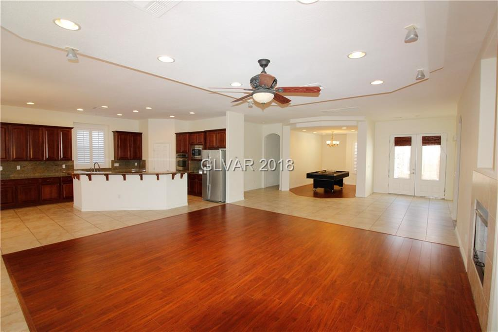 Absolutely Spectacular Stunning Single story W/ 10ft Ceiling, Open Floor PLan, Plantation Shutters, Gourmet Kitchen, Stainless Steel Appliances, Raised Panel Kitchen Cabinets, Elegant Bedrooms, The Master has his/her's walk in Closet, Spacious 2nd Bedroom