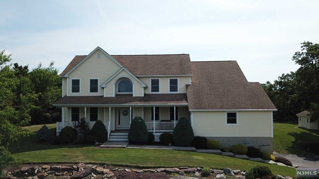 26 Stone Cliff Terrace, Jefferson Township, NJ 07438