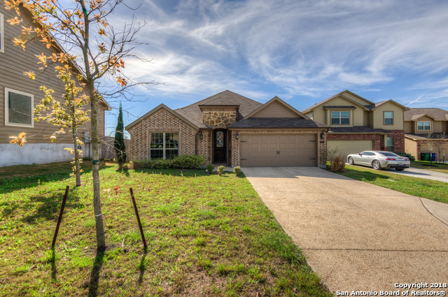 Beautiful single story home featuring 3 bedrooms, 2 full bathrooms, separate dining area, family room with corner fireplace, island kitchen with granite counter tops opens up to family and breakfast areas. Great for entertaining family and friends!