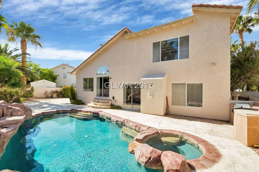 Beautiful House, Just remodel,new Tile and Wood  flooring, new stainless still appliances, POOL, SPA,basketball,build in BBQ, freeway access, Must see