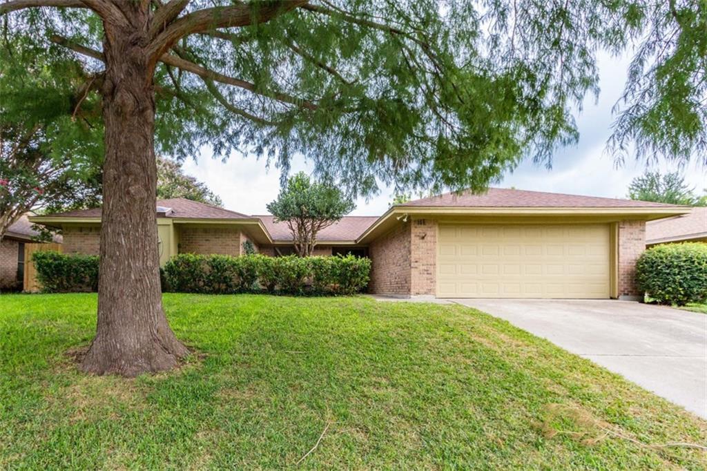 10120 Stoneleigh Drive, Benbrook, TX 76126