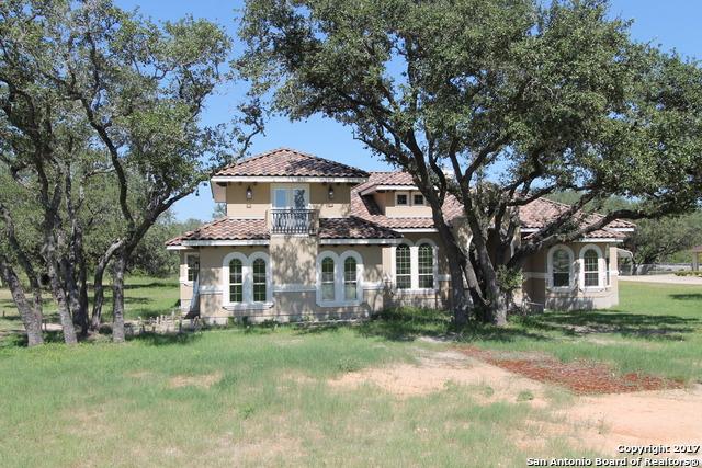 104 MEDORA BRANCH DR, Floresville, TX 78114