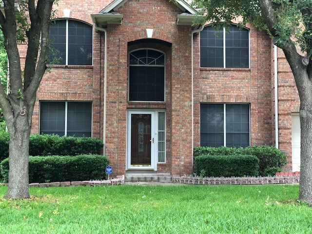 Priced Below Market Value NEEDS TLC Priced Well. Huge 5 Bedroom Home with lots of potential. Extra Huge Master Bedroom and Bathroom. Excellent Location.