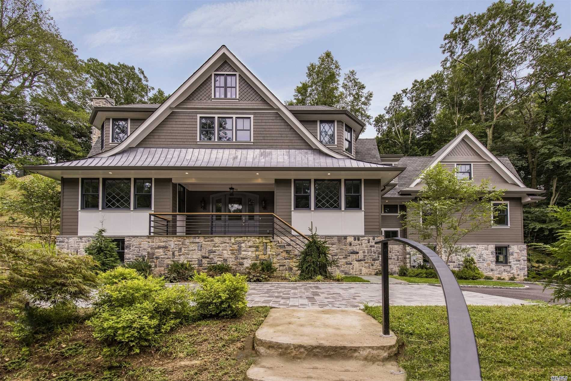 New Construction In Flower Hill With Over One Acre Lot. Luxurious 5,500 Living Spaces With Extraordinary Architectural Details Throughout.