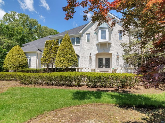 220 Hidden Pond Path, Franklin Lakes, NJ 07417