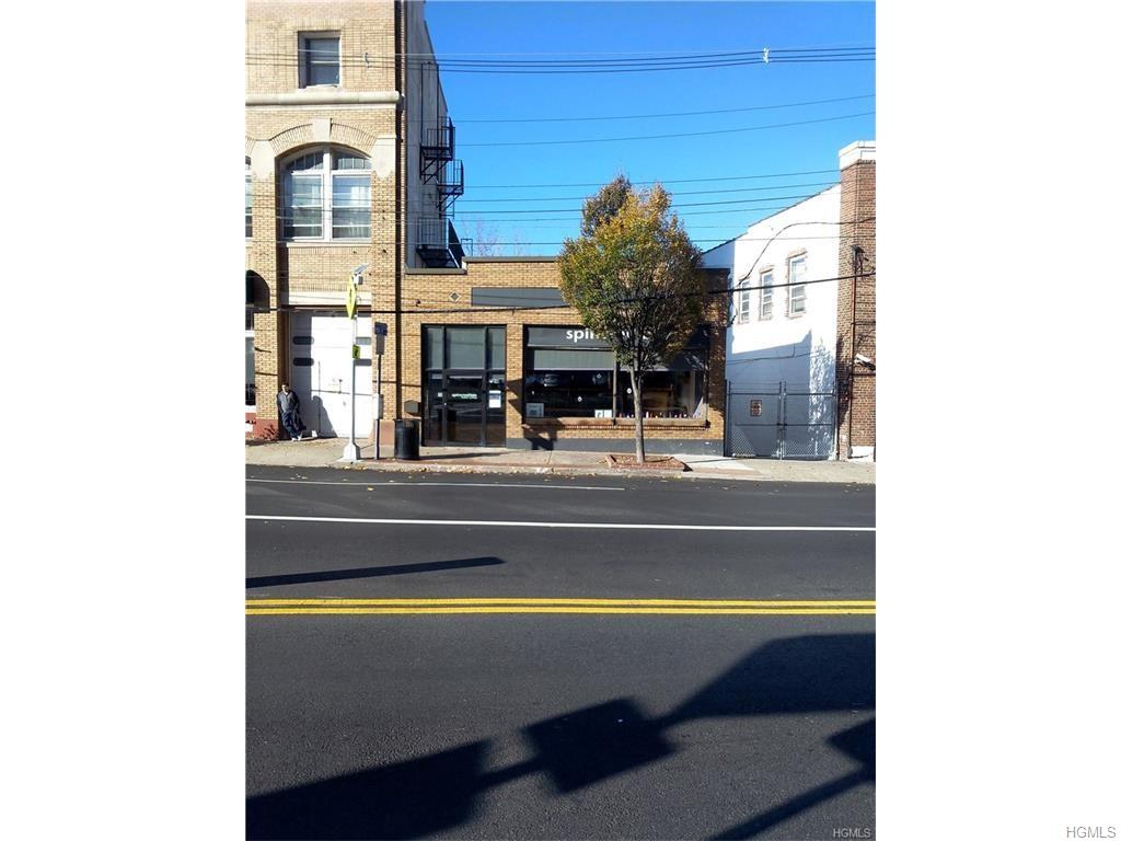 Centrally located in Downtown Ardsley . Ideal for Retail Space,Professional office Or Art Gallery, 1200 Sq. Ft. High Ceilings,handicapped accessible, Central Air. Easy Access From Routes 87 and Saw Mill River Pkwy. Close to Public Transportation and Municipal Parking.