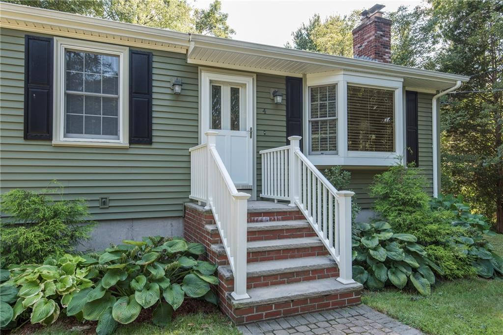 4 Bayberry CT, Lincoln, RI 02865