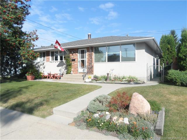 35 Fairway Avenue, Red Deer, AB T4N 4Y9