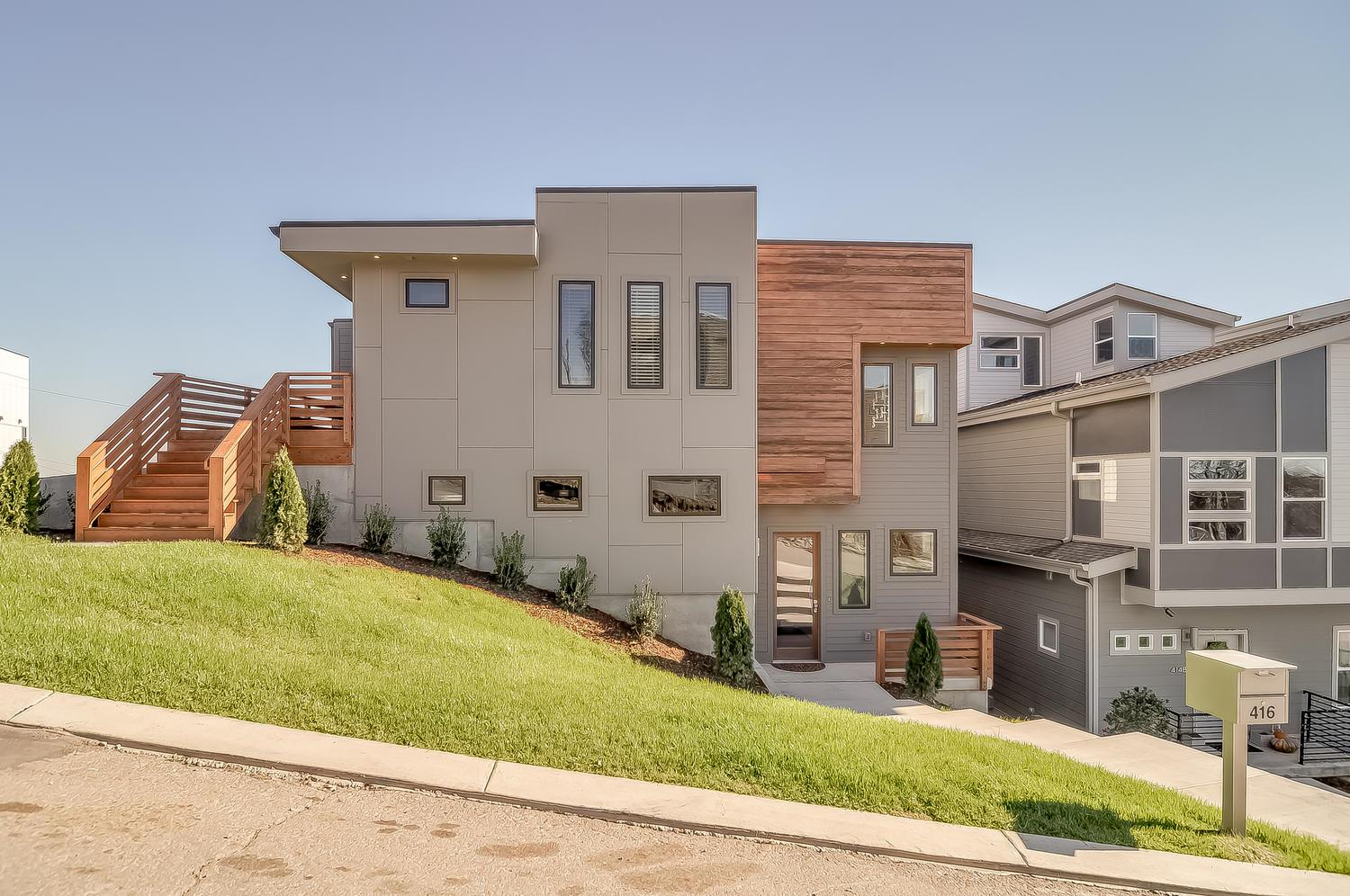 Built in 2015 3BR/ 3.5 BA in Sylvan Summit! Open floor plan, sharp kitchen with granite island bar seating, hardwoods,  and a 2 car garage with a nice driveway in the alley. The Best of View of Downtown Nashville with your own roof top terrace. A must see property in the Sylvan Summit area!!