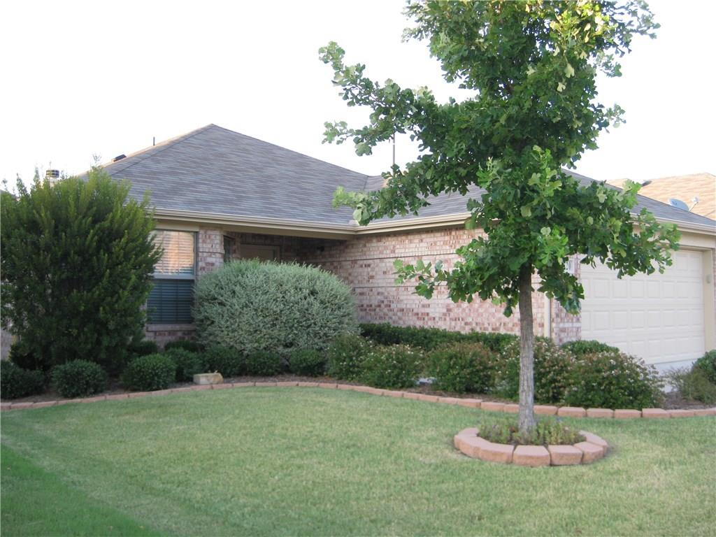 Gorgeous 3 bedroom and 2 bath home in Frisco ISD. Very close to Hwy 121 and US-75. Minutes to shopping malls,dinning and entertainment. Large living area overlooking the backyard. Wonderful eat in kitchen with breakfast bar. Master features large walkin closet and bath with separate shower. Very near community park and pool. Dont miss it.