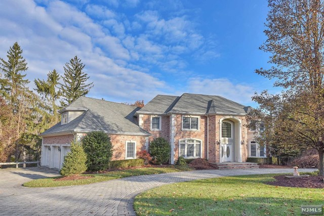 69 Georgian Court, Mahwah, NJ 07430