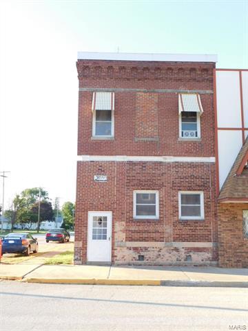 2 E Broadway Street, Witt, IL 62094