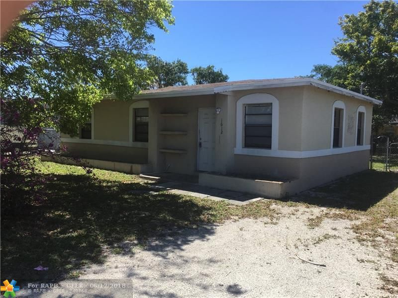 Cute 3/1 in Lauderdale Manors. Great starter home for owner occupant or for an investor. Schedule a showing today!