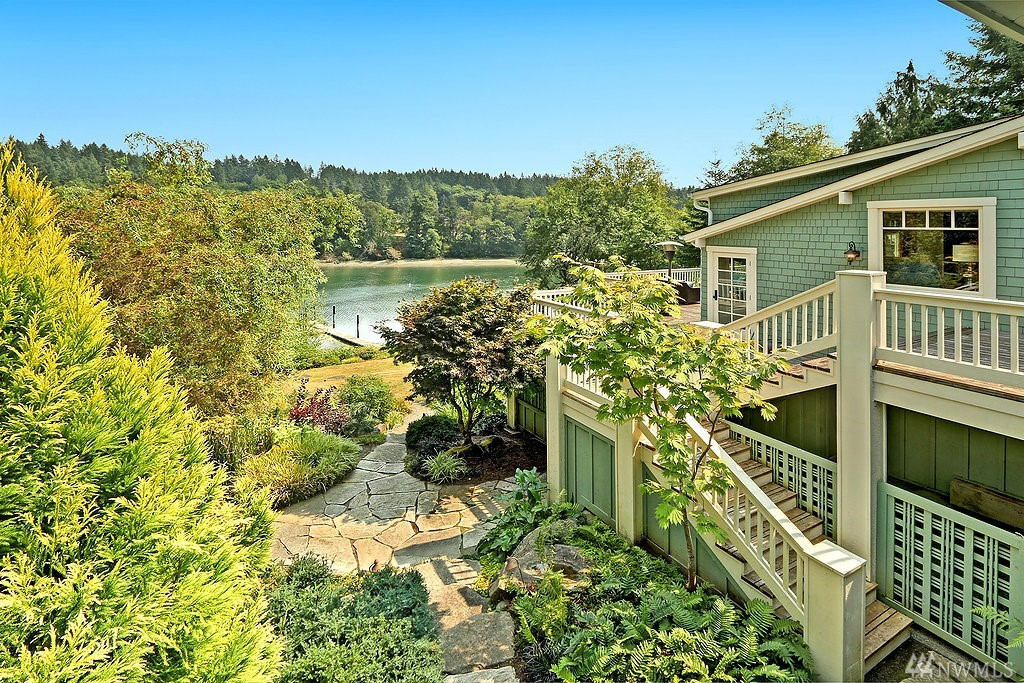 11338 Arrow Point Dr NE, Bainbridge Island, WA 98110