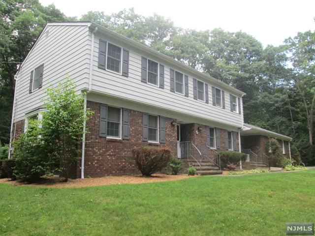 5 Land Of Oaks Drive, West Milford, NJ 07480