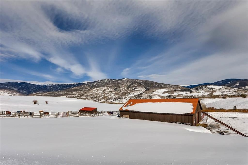 Community horse barn privileges included with this Ruby Ranch lot.