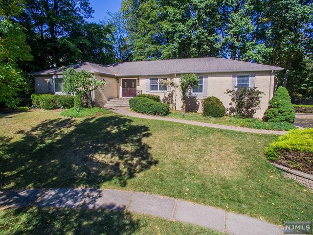 1000 Cordes Court, Oradell, NJ 07649