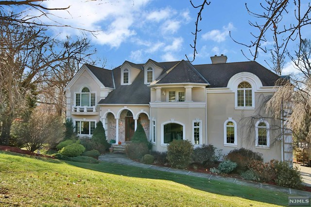 4 Vizcaya Court, Wayne, NJ 07470