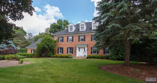 817 Sussex Road, Franklin Lakes, NJ 07417