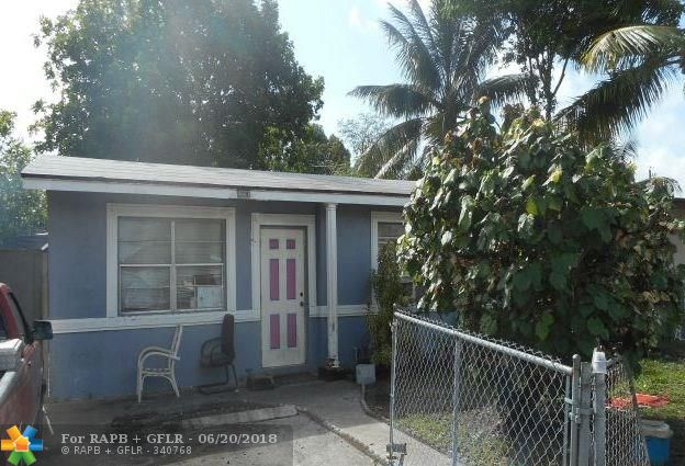 *** NO SIGHT UNSEEN OFFERS WILL BE CONSIDERED*** Great 2/1 starter home or investment property.  Terrazzo flooring, 5000 SQ FT LOT, 621 SQ FT of living area with central A/C.  Presently tenant occupied month to month at $1000 per month.