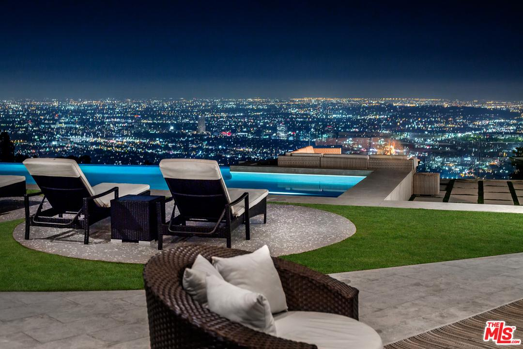 9305 NIGHTINGALE Drive, Los Angeles (City), CA 90069