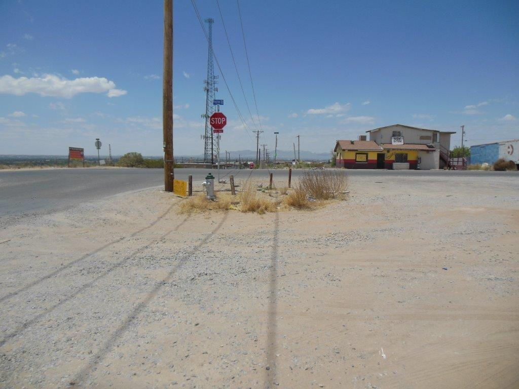 East El Paso Horizon City - Off I-10 West by Harnose Street. Single building has three parts. Plenty of parking. Lot is over 10,800 sq.ft. READY FOR ANY COMMERCIAL USE.