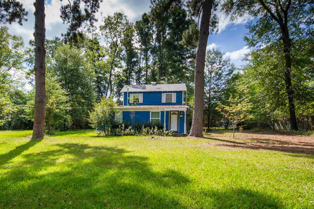 Charming first time homebuyer or investment opportunity in PTISD. Come see this 4/1 home with over half an acre with room to roam. Country feel but yet still within the city limits. Mature trees throughout the front and back yard. All for under 100K!!