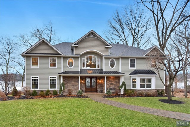 152 Pines Lake Drive, Wayne, NJ 07470