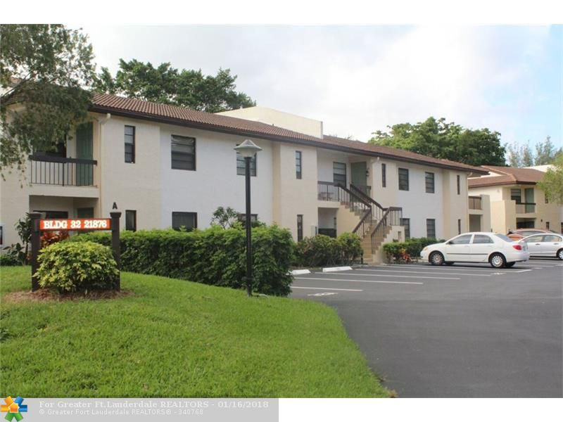 Well maintained 2 bedroom 2 bath downstairs unit in Boca Lago, all ages section. Beautiful golf course views. Laminate flooring throughout. Spacious bedrooms. Non-Equity country club community with a community pool and clubhouse.