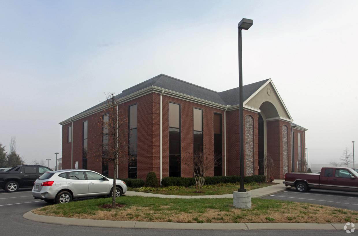 Building is fully leased to Tristar Skyline Primary Care, Madison Behavioral Health, and Covenant Care. Great location - near multiple businesses such as banking, restaurants, grocery, and retail. 10,620 square foot medical office building with high end finishes.