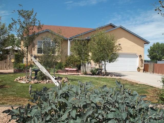 411 S Oak Creek Dr, Pueblo West, CO 81007