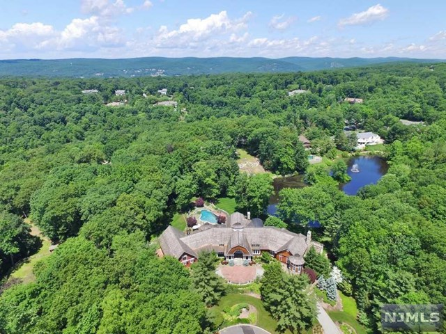 876 Trailing Ridge Road, Franklin Lakes, NJ 07417