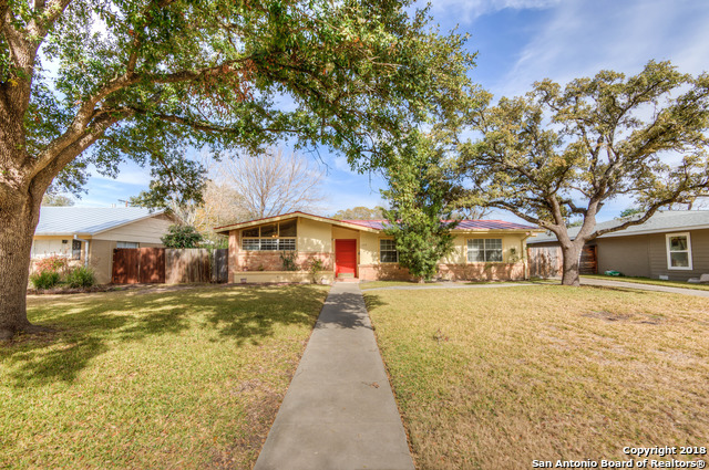 Charming 3 bedroom, 2 bath, Alamo Heights Schools, in Northridge Park. Walking distance to AH schools. Natural light, original wood floors. New stainless steel appliances, 2016 metal roof, plenty of room for any type of family, great potential. Private backyard with mature trees.  Bring your clients today!