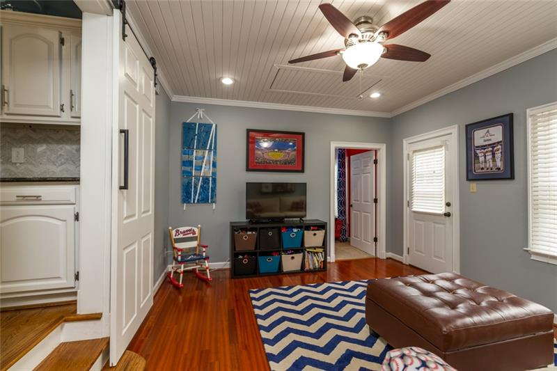 Spacious rec room, playroom or sitting area in between 2 bedrooms on main level!