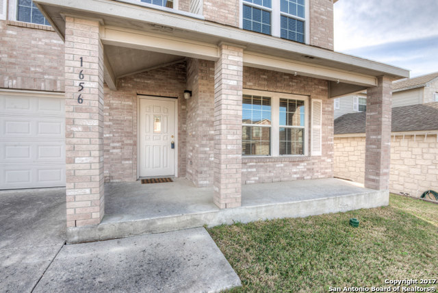 Wonderful 3 bedroom 2.5 bath homes features open floor plan, high ceilings, separate living and dining, fireplace in family room, spacious game room upstairs, huge master bedroom, walk in closets, and covered patio. Very close to Specht elementary. Great condition and move in ready!!
