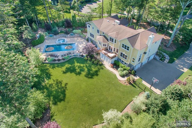 43 Dogwood Hill Road, Upper Saddle River, NJ 07458