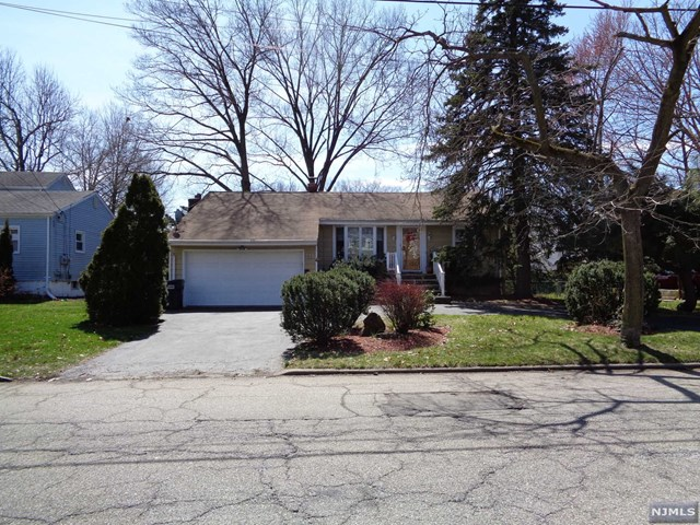 316 Hickory Avenue, Bergenfield, NJ 07621