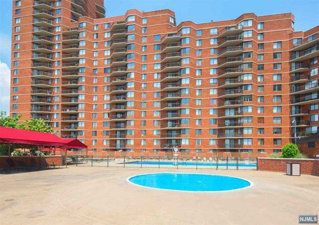 720 Harmon Cove Tower, Secaucus, NJ 07094