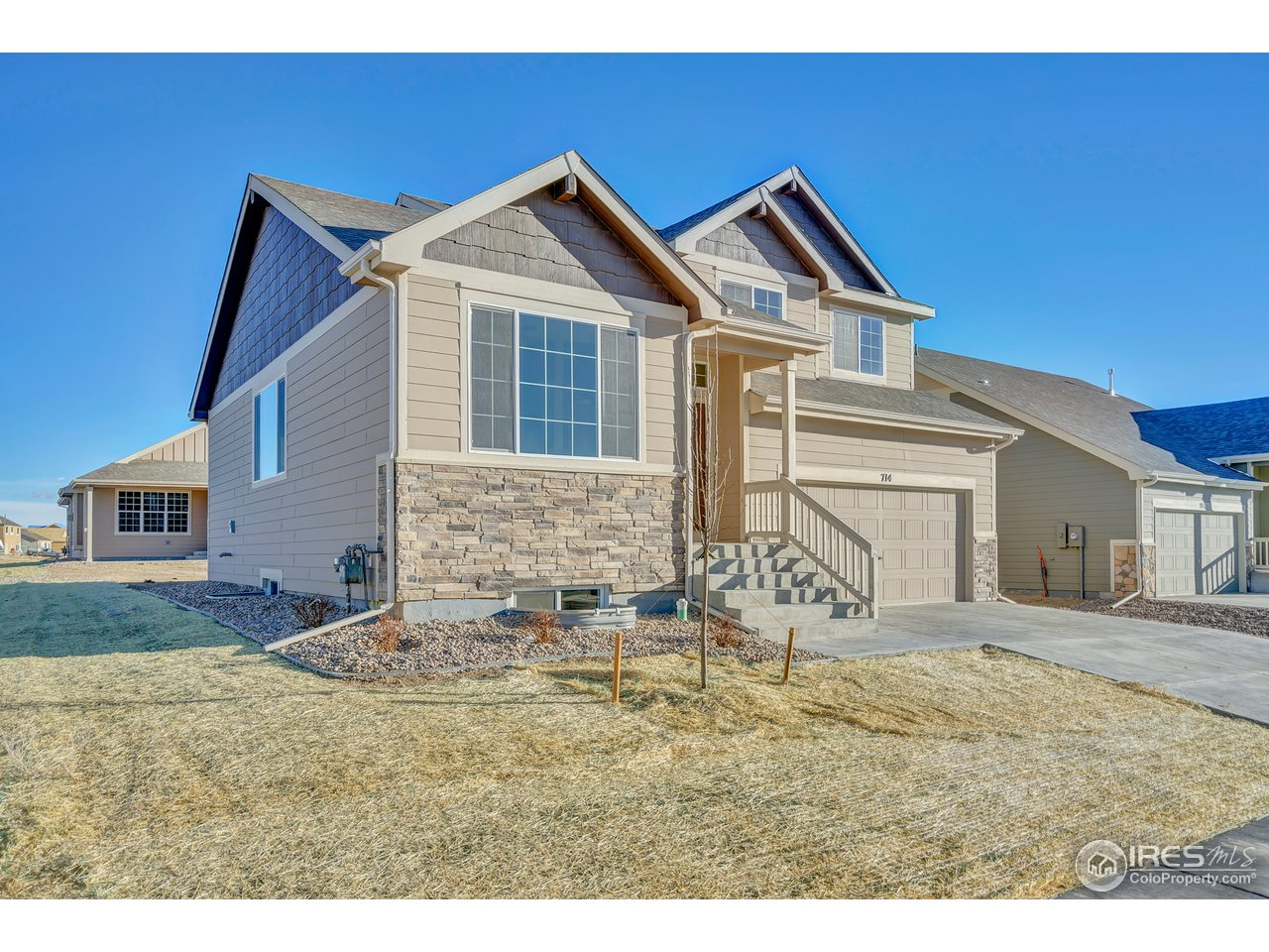 The California plan is a 3 bedroom, 2 1/2 bath split level with 1888 square feet finished and a 530 sq. ft. unfinished basement. A warm and spacious living room/kitchen welcome you home on the main level. A few steps away is a great room on the lower level. The master suite features a 5 piece master bath and a generoud walk in closet. A 3 car tandem completes this lovely home.