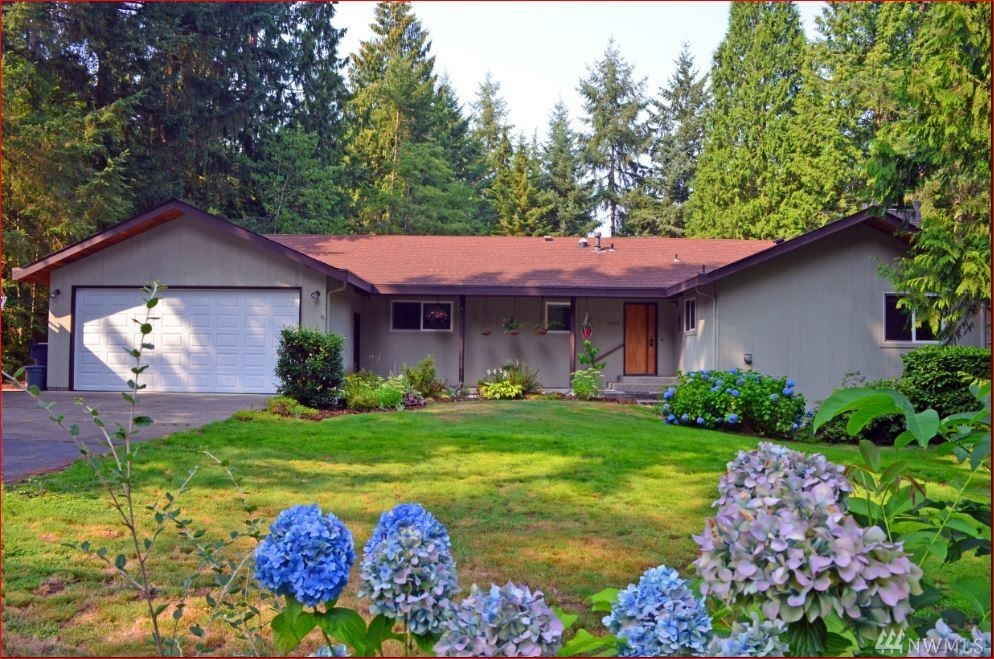 Older home in v good condition/1.13 ac/quiet/trees, Northshore Sch Dist, Dead-end st. Near retail/transit, 5 min to I-405, Dbl RV shelter, Huge eat-in kitchen and formal dining rm, 1 full bath, 2.75 baths, 1/2 bath, fireplace, very pvt/lg backyard, Deck on 2 sides, Dbl pane windows/3 solar tubes, Beautiful laminate flooring, Propane heat and stove top/AC, dbl oven, Fully finished lower level brings living area to abt 4k sq/f, Huge laundry/storage area w/pvt entry,Potential for separate unit.