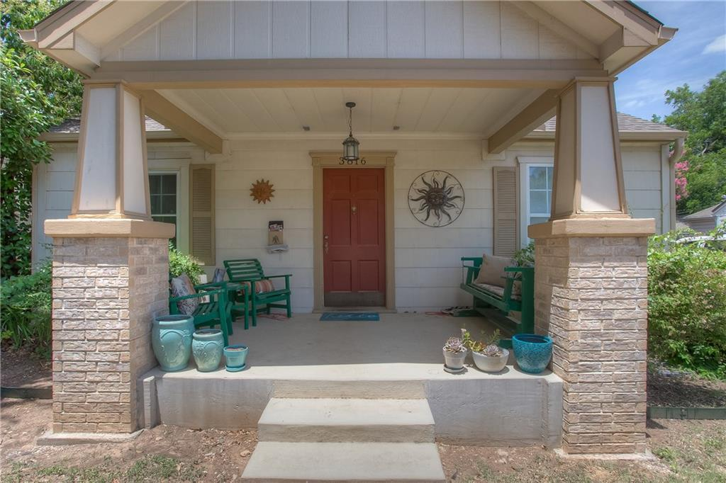 Nice 3 bedroom, 2 bath home convenient to I-30 and Camp Bowie. Two living areas, full-size utility room, 2 bedrooms with jack and jill bath and master suite with a private bath. Refrigerator stays.