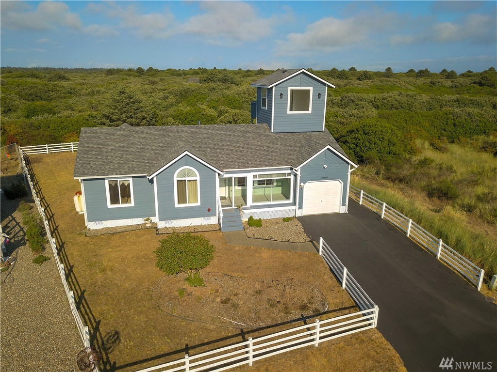 Incredible house with an ocean view tower. This three bedroom a bathroom dream home is read for you to move in. The house is in excellent condition and is close to an awesome beach access. This great house has a big deck, is partially fenced, and has low maintenance landscaping.